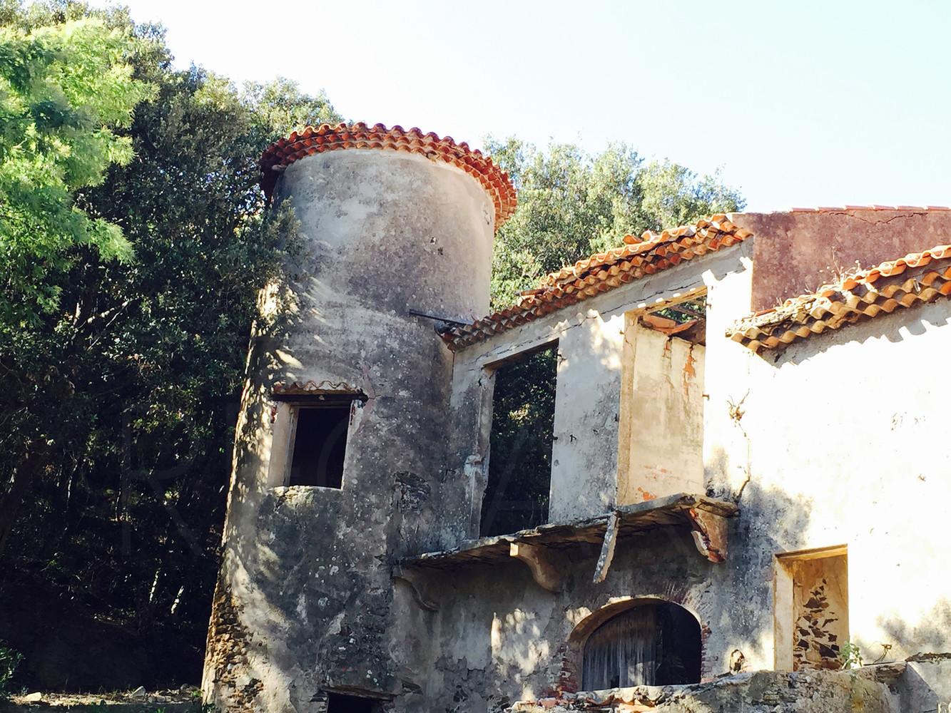 chateau a vendre au gaou b nat avec vue mer domaine priv et gardienn var cote d 39 azur. Black Bedroom Furniture Sets. Home Design Ideas