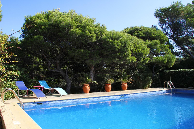 Propri t pieds dans l 39 eau giens villa vue mer panoramique porquerolles piscine 3 chambres - Piscine debordement mer toulon ...