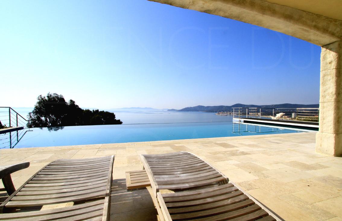 Achat vendre maison villa le lavandou bormes les mimosas et cavali re vue mer piscine - Piscine debordement mer toulon ...