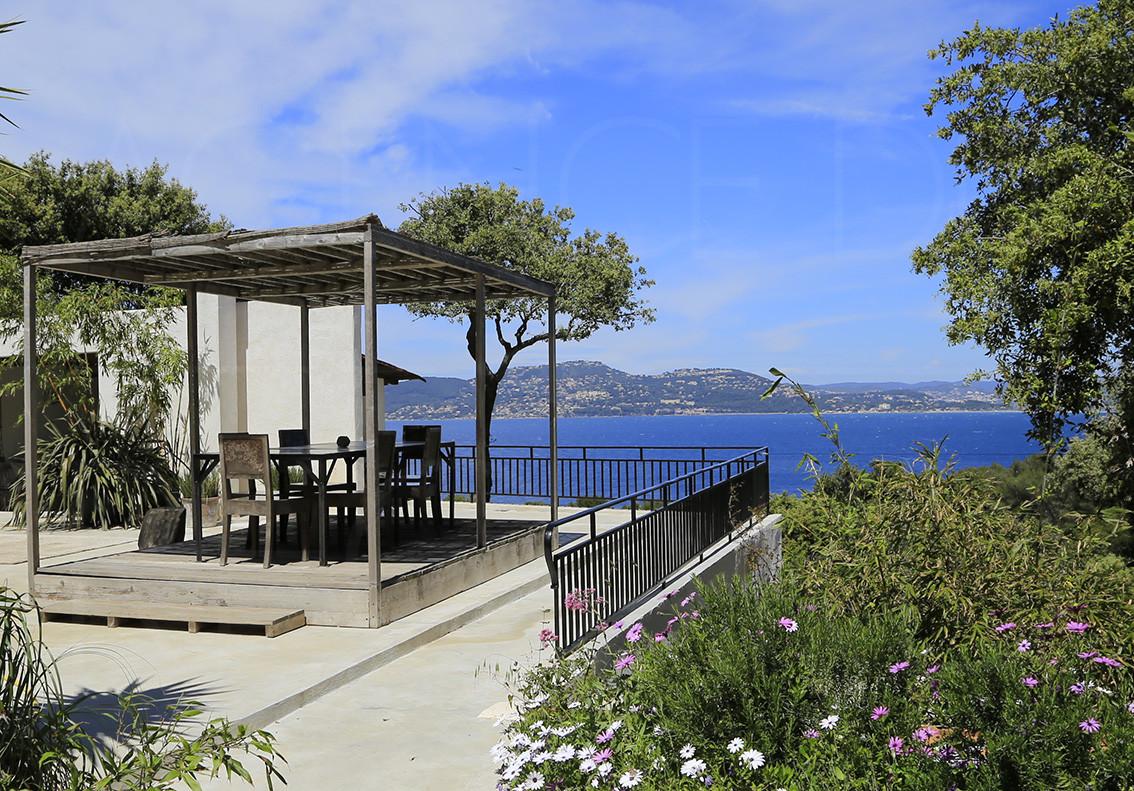 maison a vendre giens proche de la mer var cote d 39 azur vue mer panoramique grande. Black Bedroom Furniture Sets. Home Design Ideas