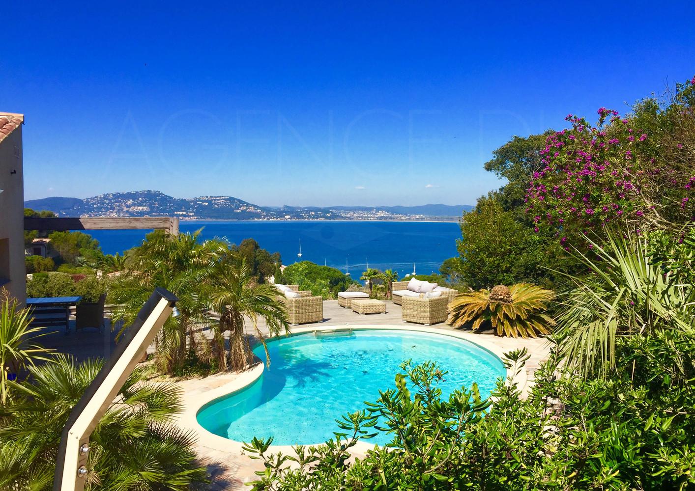 Giens villa vue mer panoramique villa plage pieds giens 5 chambres piscine - Piscine debordement mer toulon ...