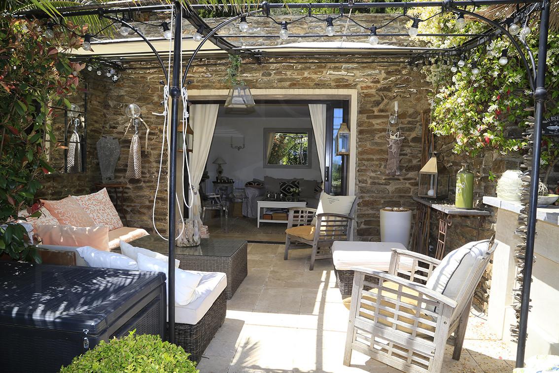 Maison a vendre au gaou b nat avec vue panoramique sur la for Agence brun paysage