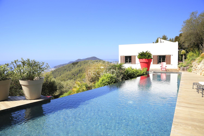Villa contemporaine avendre carqueiranne achete maison for Piscine carqueiranne