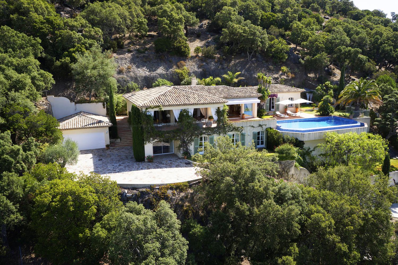 Villa de prestige au rayol canadel propri t avec 5 for Maison et prestige