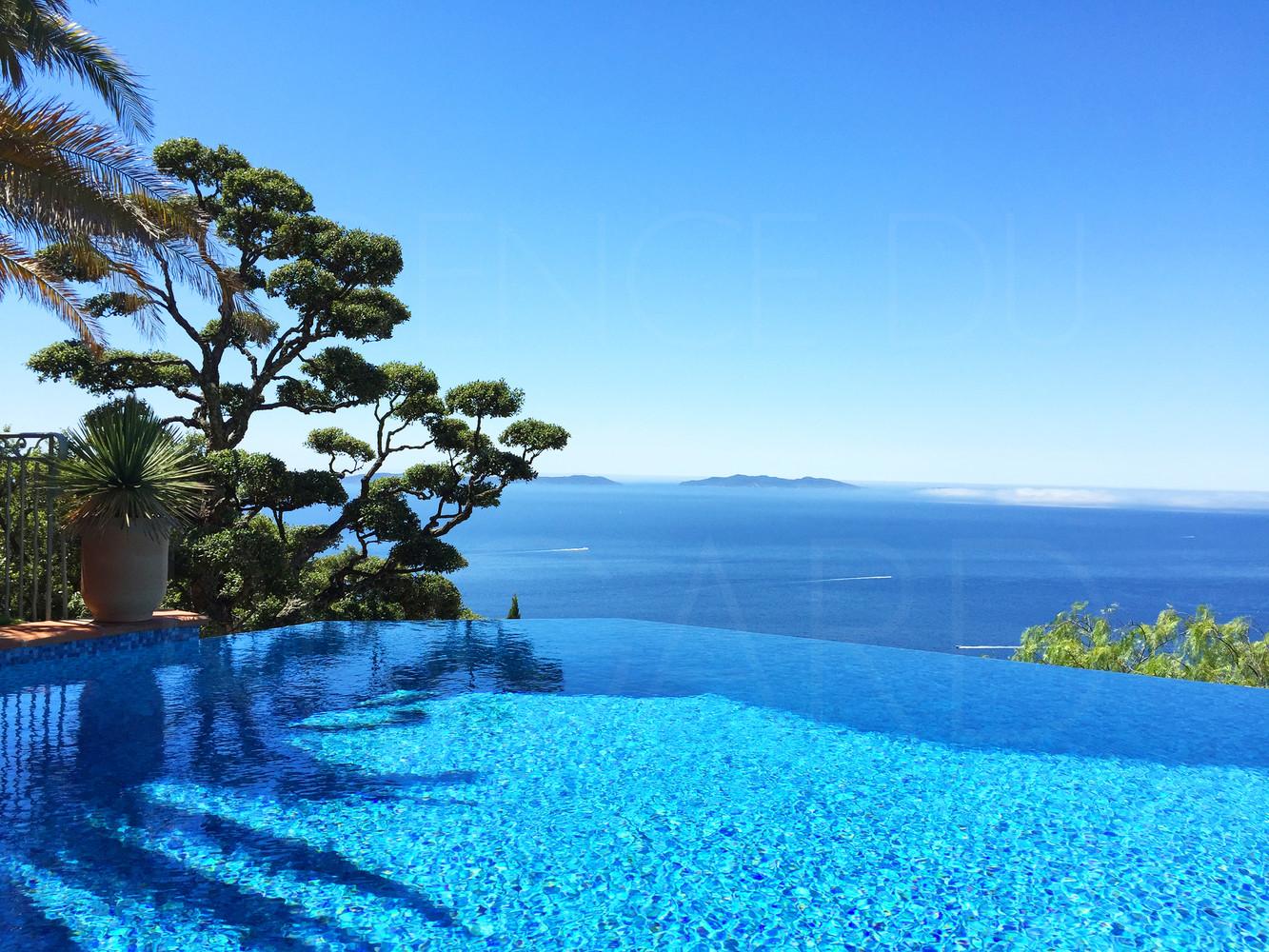Villa de prestige au rayol canadel propri t avec 5 for Camping saint tropez avec piscine