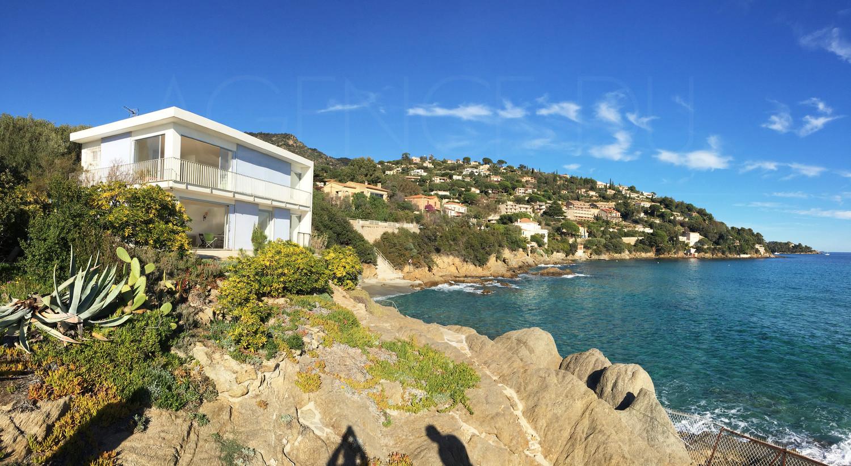 villa pieds dans l eau a vendre au lavandou vue mer panoramique acc 232 s privatif 224 la mer