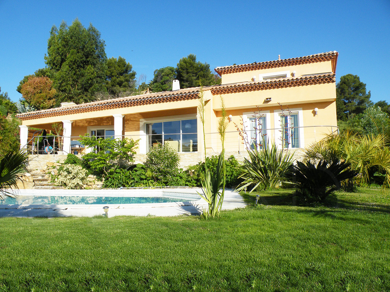 villa a vendre carqueiranne piscine sud est 3 chambres quartier r sidentiel. Black Bedroom Furniture Sets. Home Design Ideas
