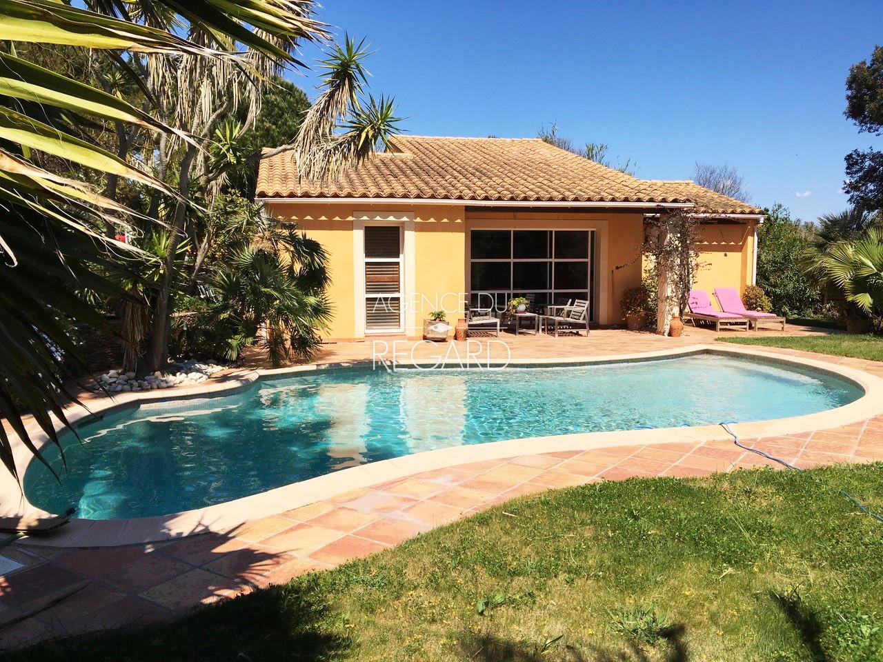 maison à Giens , proche de la mer , parc sécurisé, 3 chambres , piscine