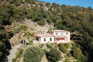villa a vendre au Rayol Canadel , vue mer panoramique , 5 chambres , piscinable