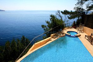Villa with sea view and pool in la Seyne sur mer
