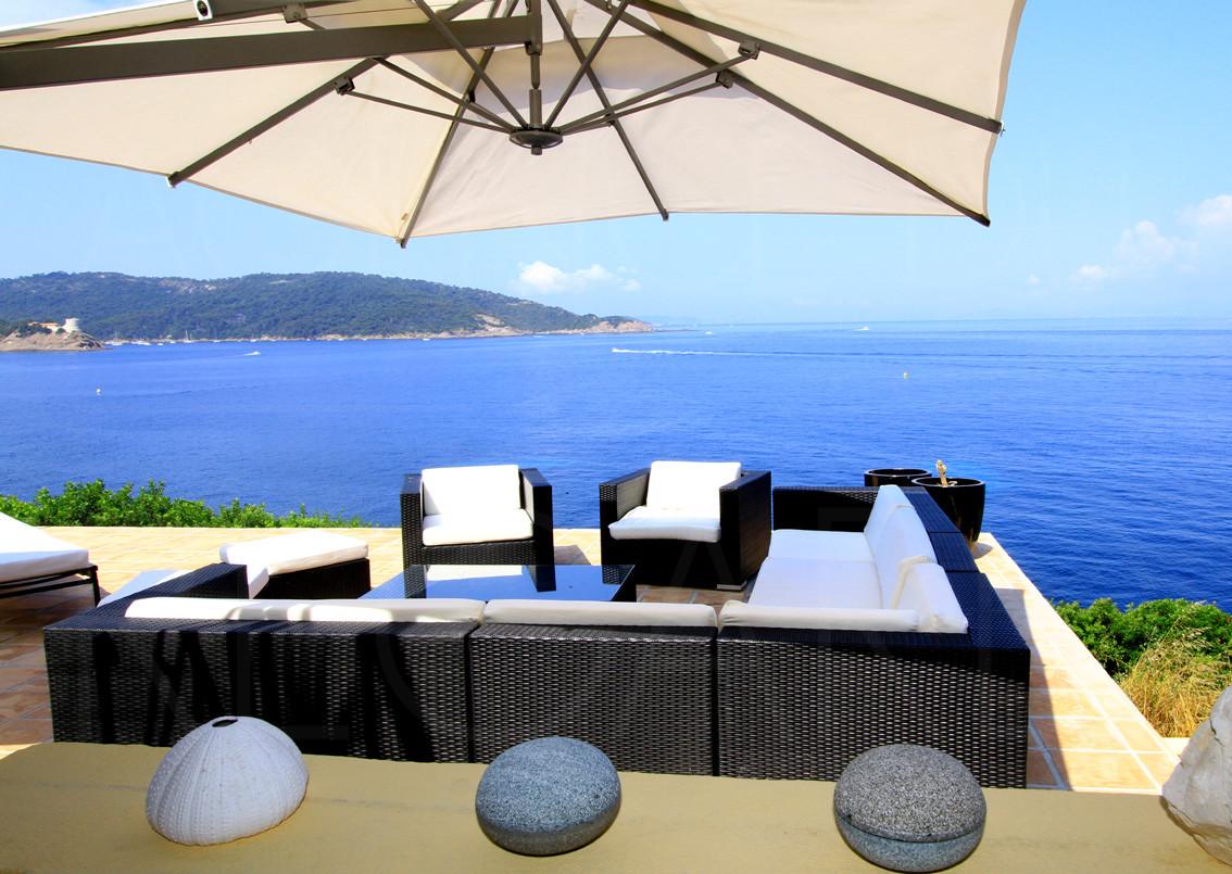 achat vendre villa propri t pieds dans l 39 eau ile du levant hy res vue sur port cros maison. Black Bedroom Furniture Sets. Home Design Ideas