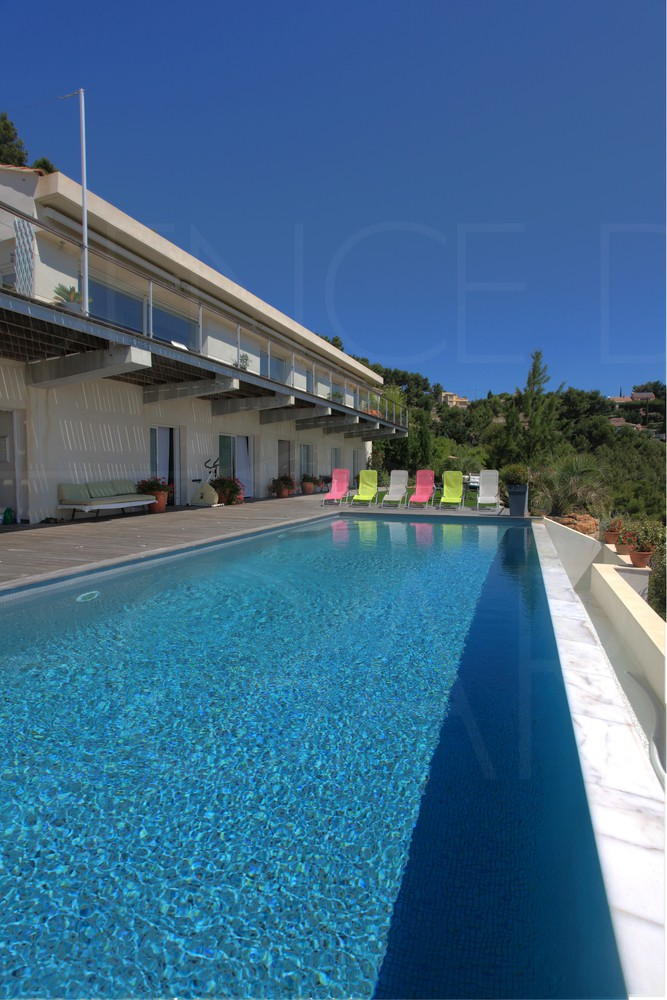 Villa contemporaine a hy res piscine et vue mer panoramique giens porquerolles 4 - Piscine debordement mer toulon ...
