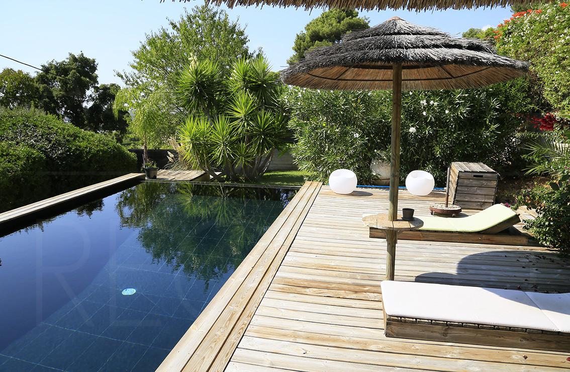 Villa contemporaine carqueiranne cote d 39 azur var for Piscine carqueiranne