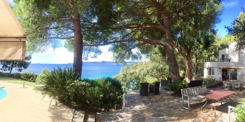 Propri t pieds dans l 39 eau le lavandou vue mer panoramique - Le lavandou camping avec piscine ...
