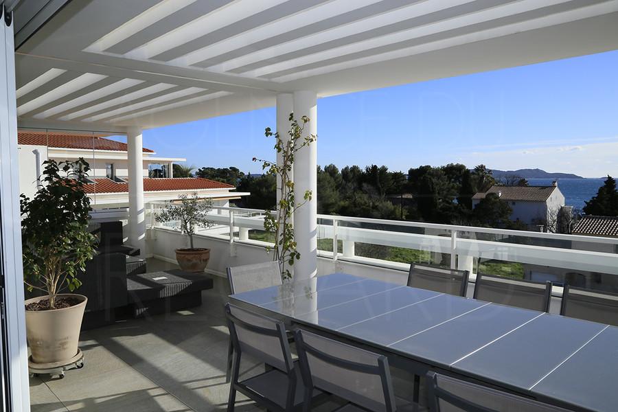 Carqueiranne a vendre appartement sur les toits avec vue mer poroche plage - Appartement sous les toits ...