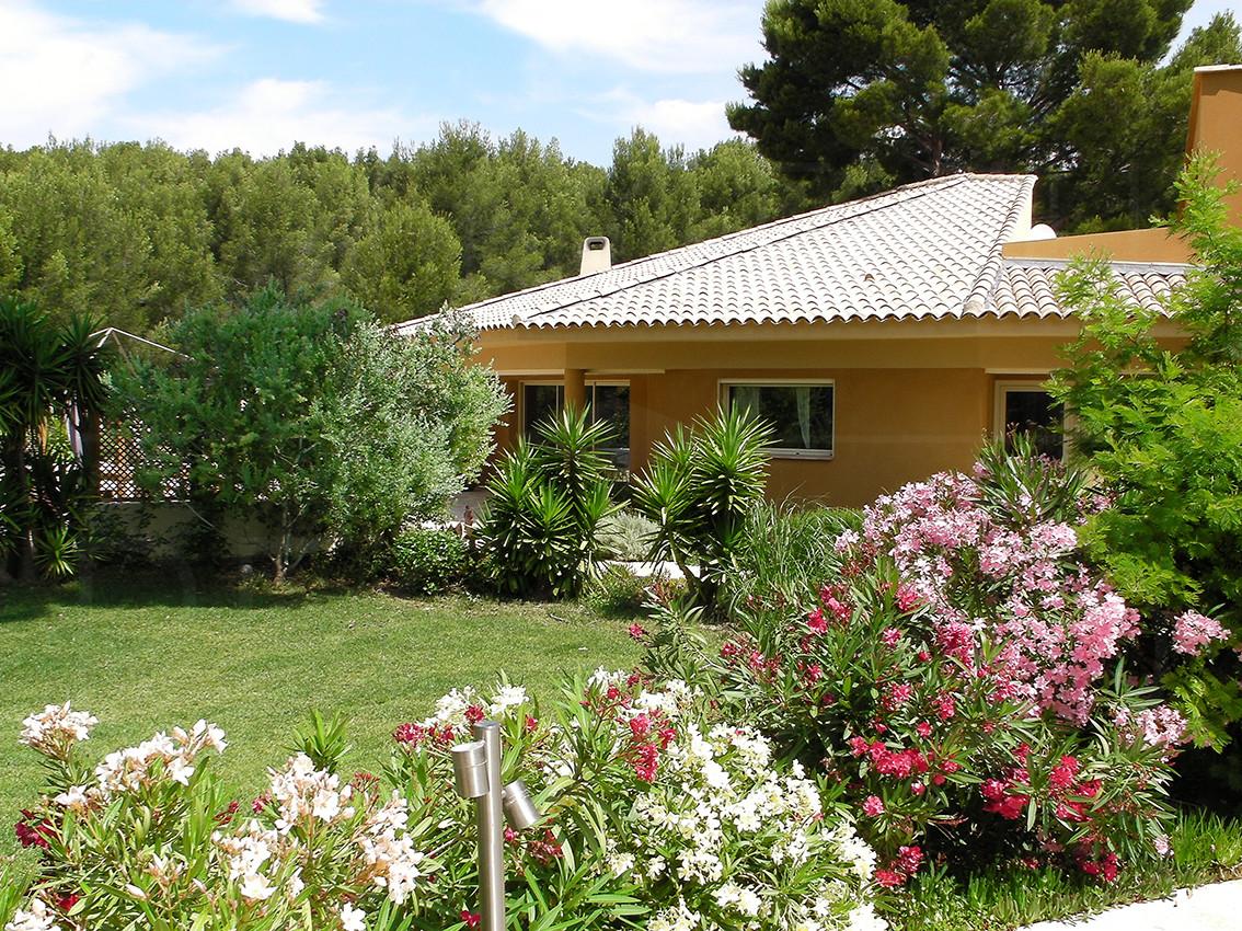 Maison architecte a vendre domaine priv 400 chambres for Photo jardin paysager