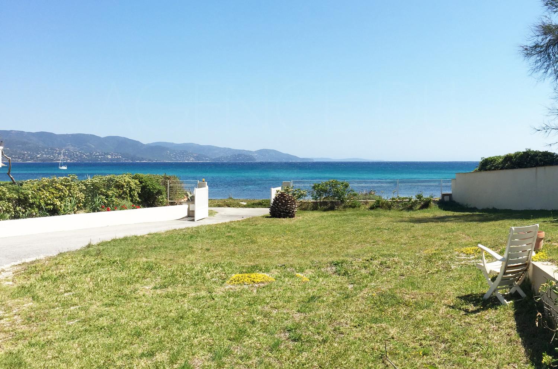 A vendre maison pieds dans l 39 eau 3 chambres vue mer for Le jardin 3 minutes sur mer